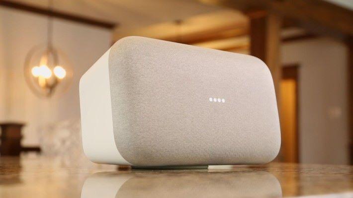 Google Home Max 被發現有左右聲道不同步的問題。