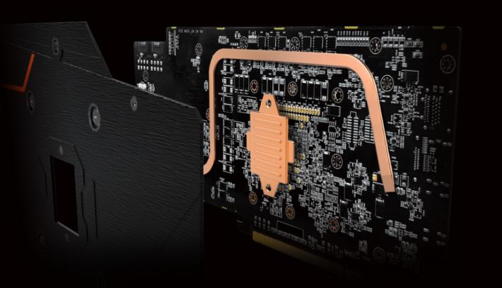 背板亦有 GPU 散熱銅板及銅製熱導管。