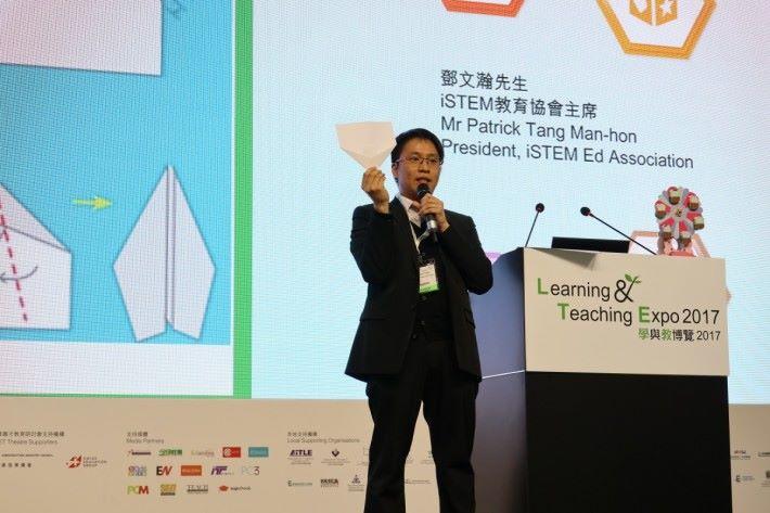STEM Sir的主題演講是運用紙張就可以做Maker。