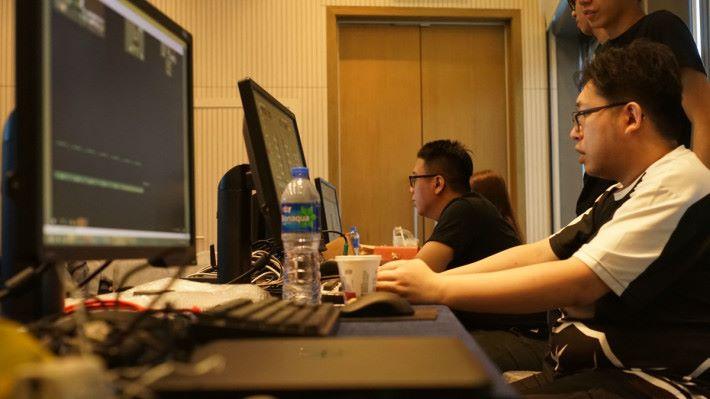 每場大型比賽或賽事,均需技術人員在現場負責,有如舞台控制人員是十分專業的工作。