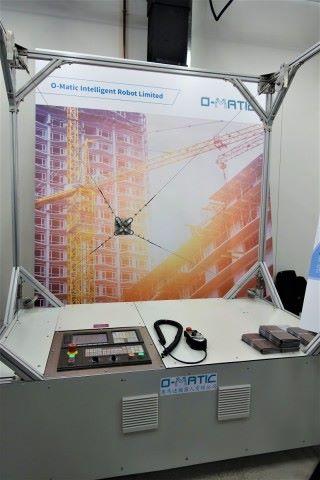 奧馬迪的鋼索機器人可在高空工作,如清潔玻璃外牆及噴油等,代替高危工種。