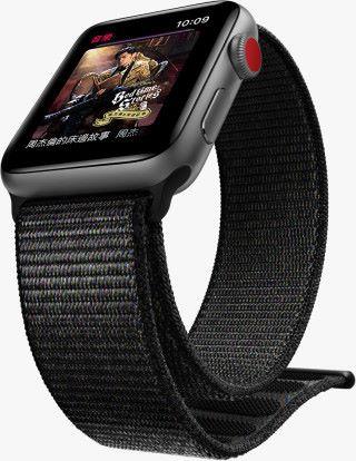 LTE 版 Apple Watch 可以在 iPhone 不在身邊情況下播放串流音樂,而沒有流動網絡的話就只能收聽已同步到手表的音樂。