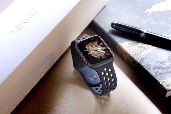 Apple Watch Series 4 加入心電圖和跌倒偵測,全面提醒健康監察功能。