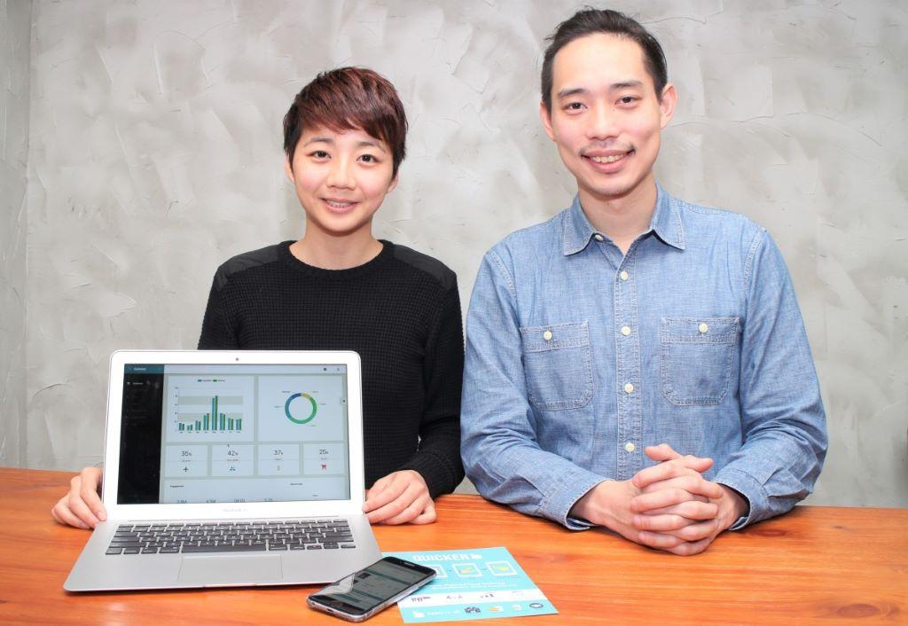 周僖敏(左)及蕭逸飛表示,餐廳利用 QUICKER 方案,不但減少用紙量,更可減少入單的錯漏。