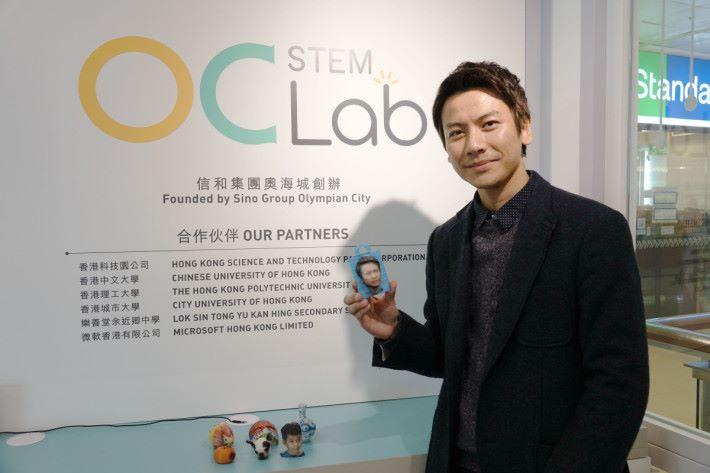 香港三維打印協會市場推廣及展覽部副部長黃偉峯為大家介紹最新的全彩色 PLA 噴墨 3D 打印機。