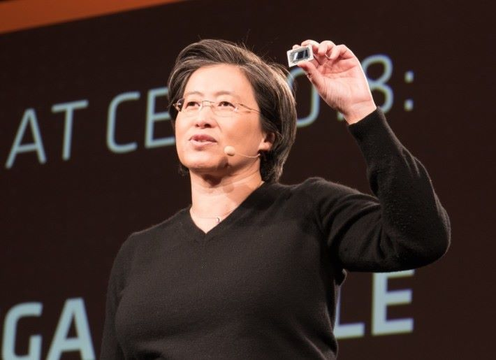 AMD CEO 蘇姿豐博士展示 Vega Mobile 晶片,距離推出日期應該不遠吧?