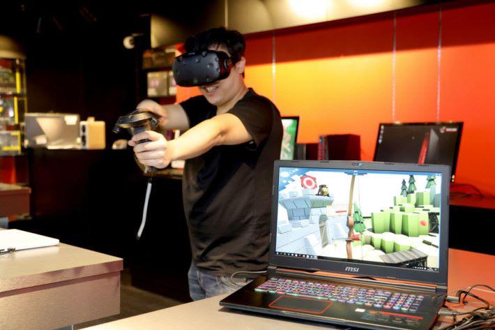 可試玩 VR 遊戲。