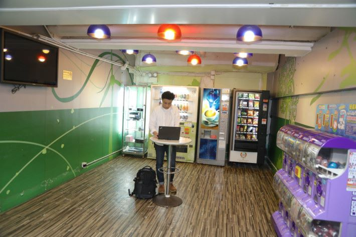 免費 Wi-Fi 區位於 3 樓角落。