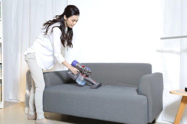 V8 Carbon Fiber 吸塵機 加上 9款清潔配件,能配合家中不同環境使用。