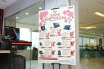 專門店門口豎立新春優惠之海報。