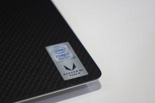 採用了全新的第八代 Core 系列 G 版本處理器。