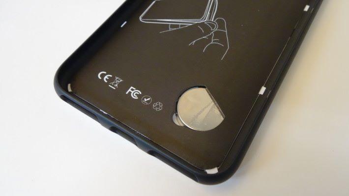 使用鈕型電池,不用從手機取電。