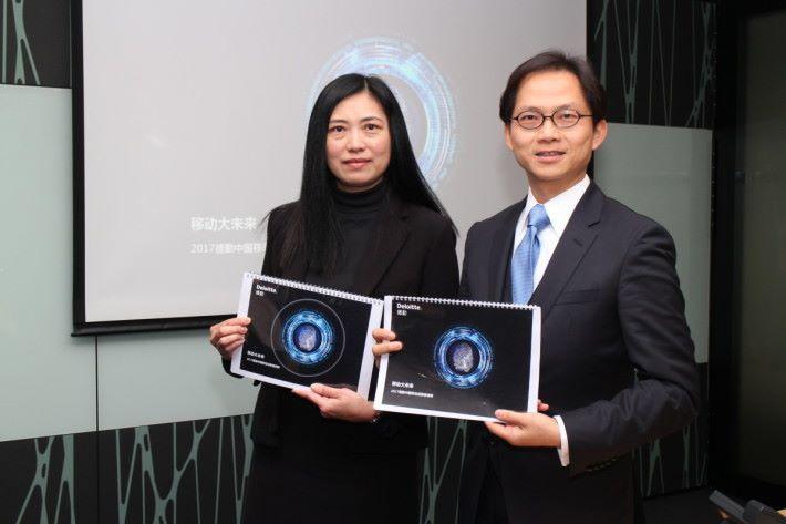 林國恩(右)表示,轉售個人訊息具商業價值,導致用戶個人私隱洩露事件頻頻發生,引起消費者關注。