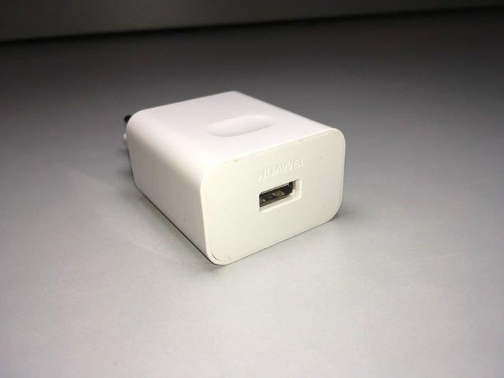 消委會指在測試使用 Huawei 充電器替 LG G6 充電時,雖然顯示正在快速充電中,但是實際上沒有充電電流,未能成功充電。