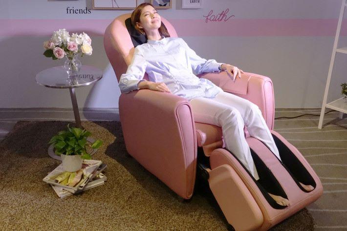 調校後,按摩梳化可從頭到腳替用家按摩。