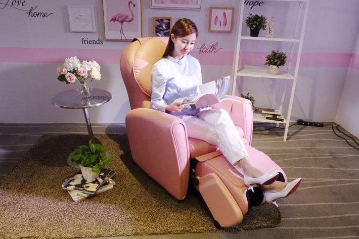 只要旋轉腳部按摩部分,就能變成貴妃躺椅了。