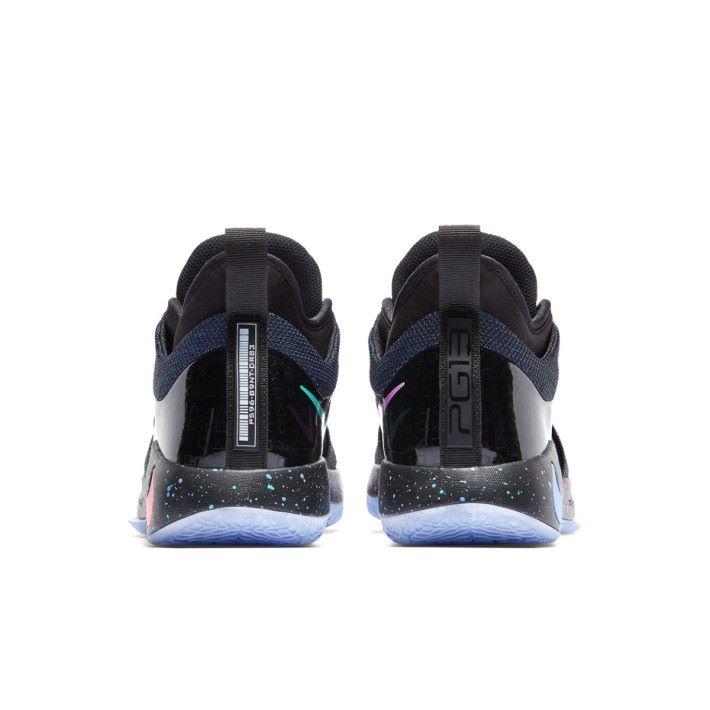左腳鞋跟的條碼可以用來兌換 PG 的動態主題