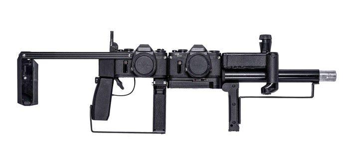 此槍由相機、閃光燈及腳架等組成。