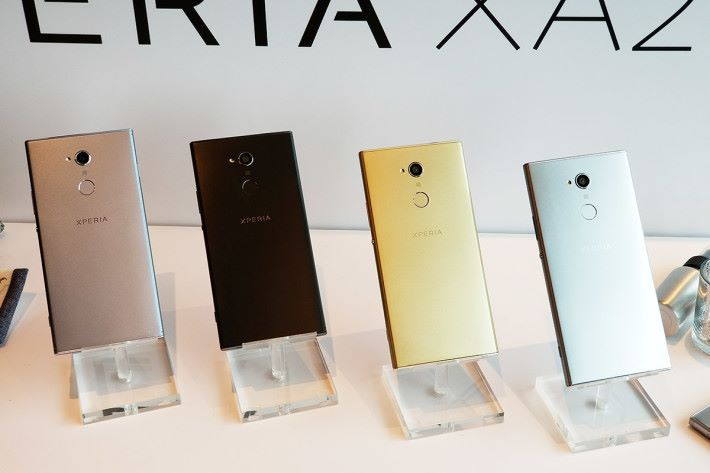 XPERIA XA2 Ultra 備有黑、銀、紫藍及金四種顏色。