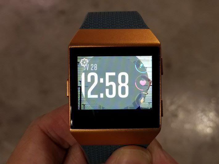 有多款錶面可供揀選使用。