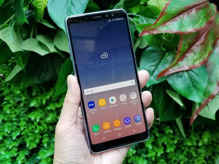 Galaxy A8+ 採用 Samsung 獨賣的 18.5:9 格式屏幕,6 吋屏幕大小下此機操作手感似 Galaxy S8+。
