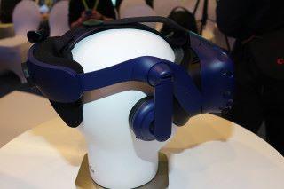 升級版整合了支援 Hi-Res Audio 的耳機,而且內置放大器,可配合高阻抗耳機使用。