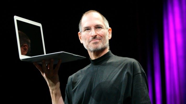 十年前,Steve Jobs 在台上介紹 MacBook Air