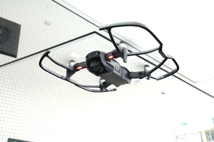 Mavic Air 備前、後、下三方向感應器,能更有效避障。