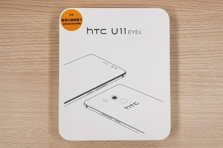 U11 EYEs 的包裝,沿用簡約設計。