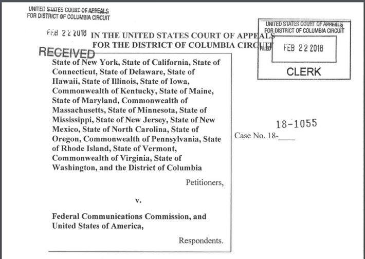 美國 22 個州,包括首府華盛頓州、紐約州、加州同時向 FCC 和美國政府提出起訴。