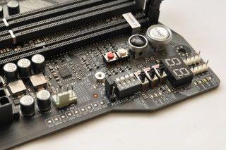 設有超頻區域,方便控制功能開關。