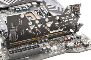 以子卡提供雙 M.2 SSD 介面。