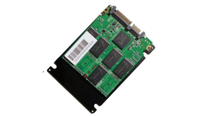 SSD 使用高速的 Flash Memory 作儲存,數據存取速度遠勝傳統硬碟,不過價錢方面會較高。