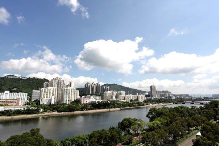 從沙田麗豪酒店望出城門河的景色。