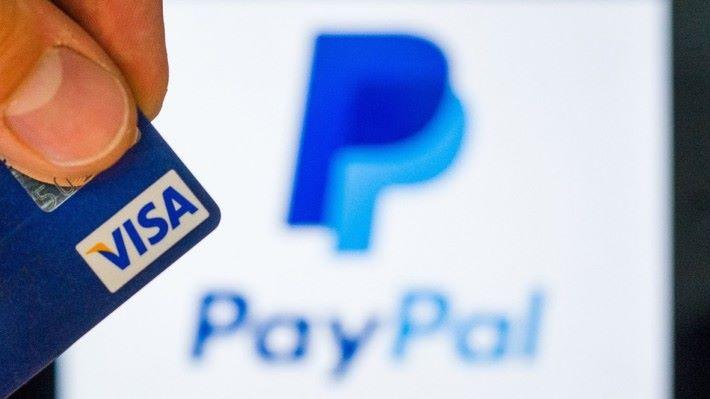 Paypal 雖然普及,但高昂的手續費用,以及欠缺彈性的服務就令人詬病。