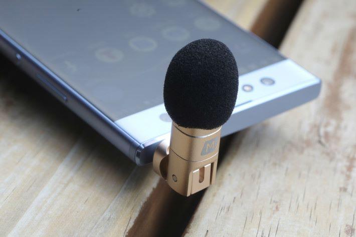 其中一種收音咪就是直接插在手機上的細小收音咪。