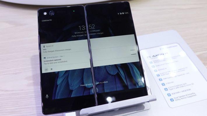 雙屏幕手機 AXON M