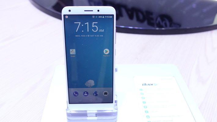 ZTE Blade V9 雖然是低階手機,但就擁有 2K 屏幕。