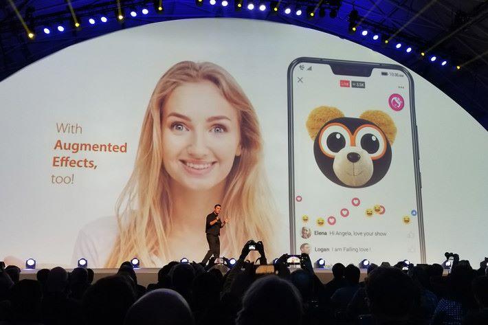 推出 AR Emoji「ZeniMoji」功能,更可用於直播功能上面。