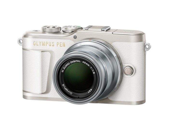 白色的 E-PL9 配上銀色鏡頭也很型格。