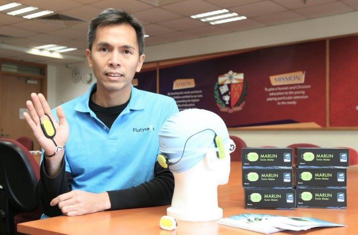 黃昌銳手上的 Seal 為另一準備推出市場的產品,收集游泳動作的數據。喇沙泳隊教練侯阮昌有意率先試用。
