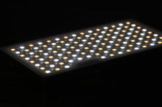 內置 117 顆 LED 燈珠,顯色指數(CRI)大於 96,TLCI 大於 98。