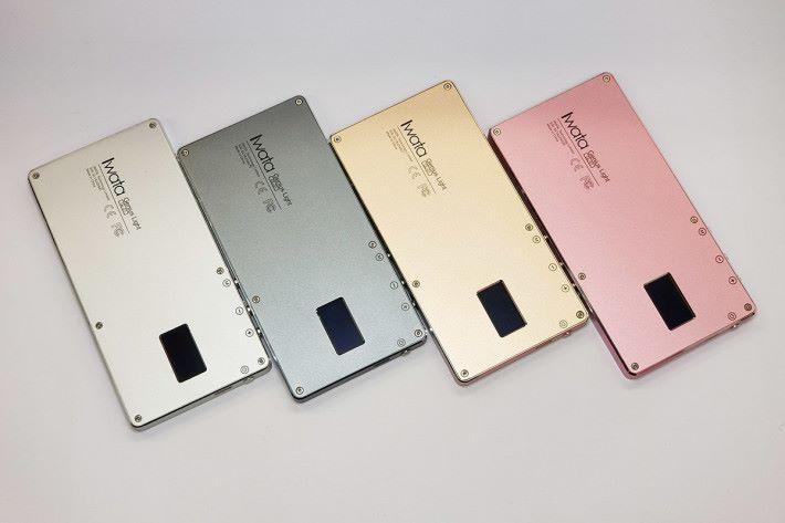 更有多個顏色可選擇,連粉紅色都有。