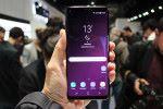 使用 5.8 吋屏幕的 Galaxy S9 再輕巧一點,針對喜歡單手使用更從容的用戶。