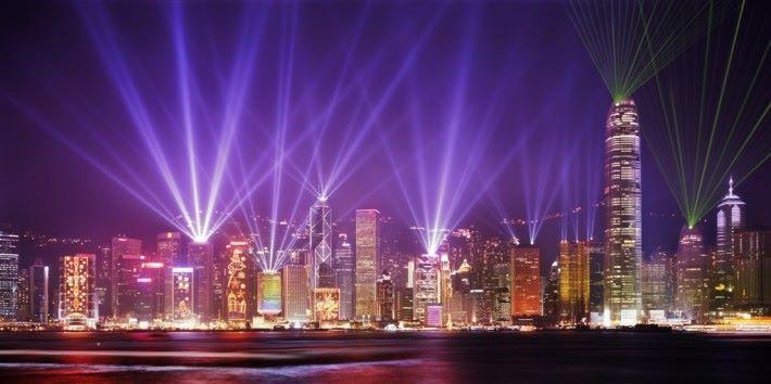 政府會在本港一些主要旅遊點,加入創科應用和燈光藝術裝置,,給予旅客新的旅遊體驗。