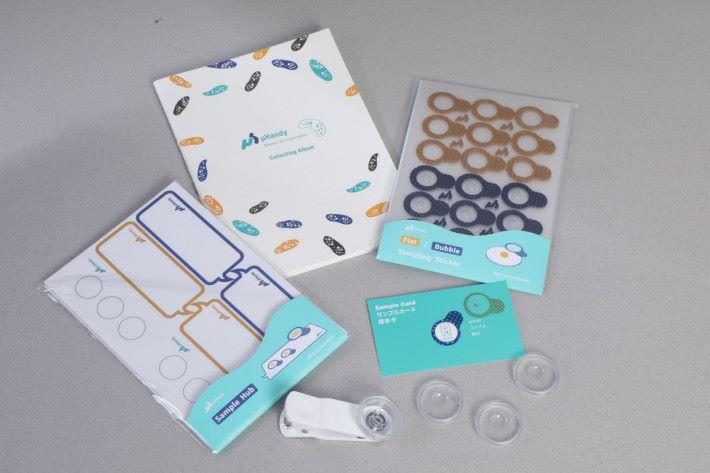 包裝內附有另外三個低倍鏡的樣品蓋,方便替換,另外還有採樣貼紙、樣本收集貼紙及收藏簿。