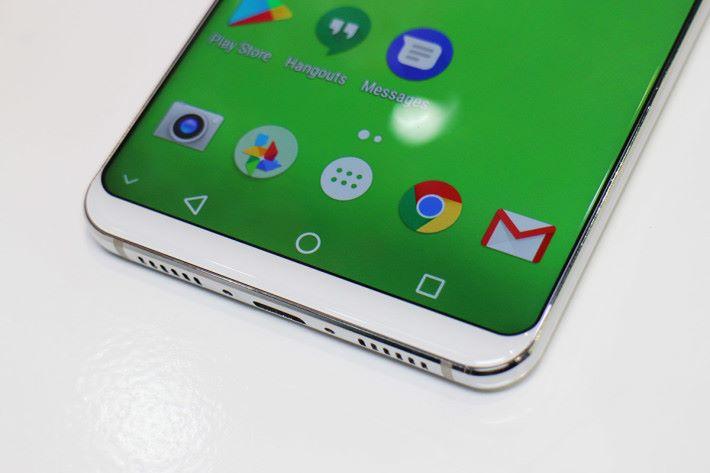 沒有實體鍵,因此「下巴」也造得纖巧一點,並使用屏幕底指紋辨識技術。