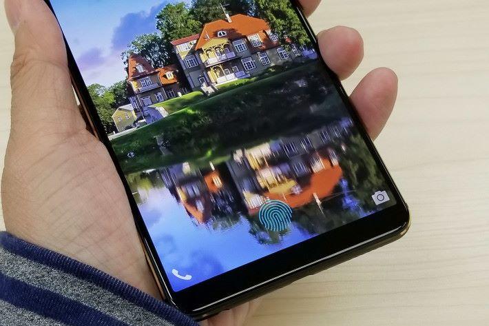 X20 Plus UD在屏幕上會顯示出一個藍色的指紋圖案,方便用戶辨識感應位置。