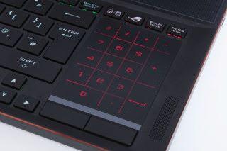 為了節省空間,而將右方數字鍵盤以及觸控板一體化。