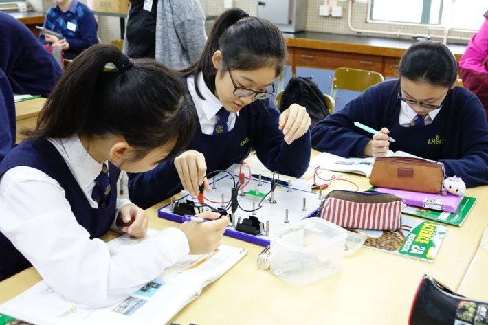 第一個課堂活動是簡單電路製作,此部分學生大多十分快完成。